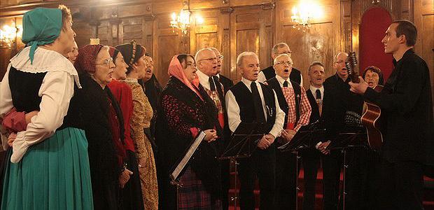 De nombreux artistes avaient répondu à l'appel de l'Eglise de Corse pour offrir une soirée concert de grande qualité au public ajaccien. A l'image du groupe Canti d'Aiacciu, qui a clôturé en beauté cette fête de lancement du Denier  de l'Eglise. (Photo  Marilyne Santi)