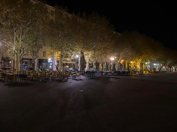 La place Saint Nicolas de Bastia lors du premier couvre-feu du mois d'octobre (Photo Livia Santana)