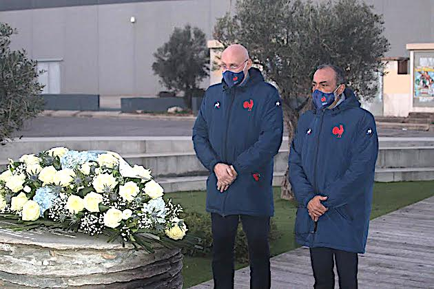 A l'issue du match le président de la FFR, Bernard Laporte et le président de la Ligue Corse Jean-Simon Savelli ont déposé une gerbe à la mémoire des victimes de la catastrophe de Furiani