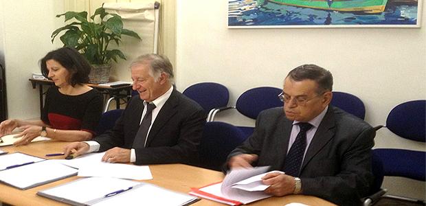 Simon Renucci, maire d'Ajaccio avec Mme Ch. Susini, du Centre d'Action Sociale et Pascal MIniconi, premier vice-président  de la CAPA