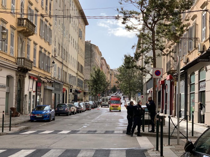 Bastia : Avec le vent, la toiture d'un immeuble risque de s'envoler