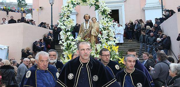 Bastia : Le vent tombe pour la procession de a San Ghjisè