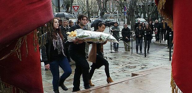 Les élèves du lycée Fred-Scamaroni ont déposé une gerbe au monument de la Résistance