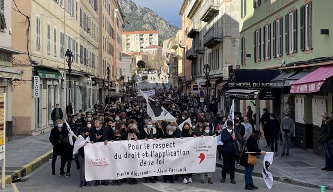 La manifestation partie d'a piazza Padoue, remontant le cours Paoli pour arriver Piazza Paoli.