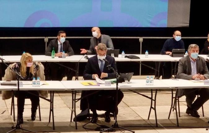 Le conseil municipal vote à l'unanimité le principe d'une DSP pour la distribution du gaz.