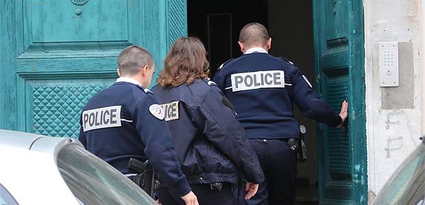 Les policiers de la DDSP se rendent sur les lieux du drame
