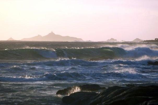 Vents forts et risque de vagues-submersion sur la Corse-du-Sud