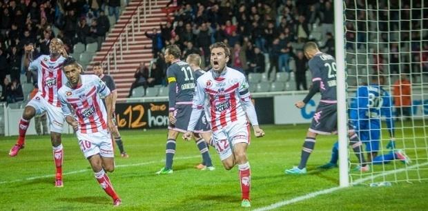 Malgré le 8e but de Mutu dans cette saison, l'ACA est passé au travers de ce match face au Toulouse. S'en est suivi une grosse colère d'Albert Emon (Photo Paule Santoni)