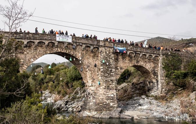 1er rassemblement pour A Rimigna ce samedi au pont d'Altiani.(photo A Rimigna)