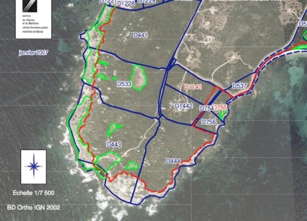 Ligne rouge : projet de tracé du sentier du littoral ; il s'écarte du bord de mer uniquement au droit des parcelles D755 et D756.