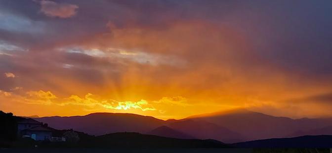 Lever du soleil sur le San Pedrone depuis la Ventulella, Castifao (Photo Antoine Vesperini)