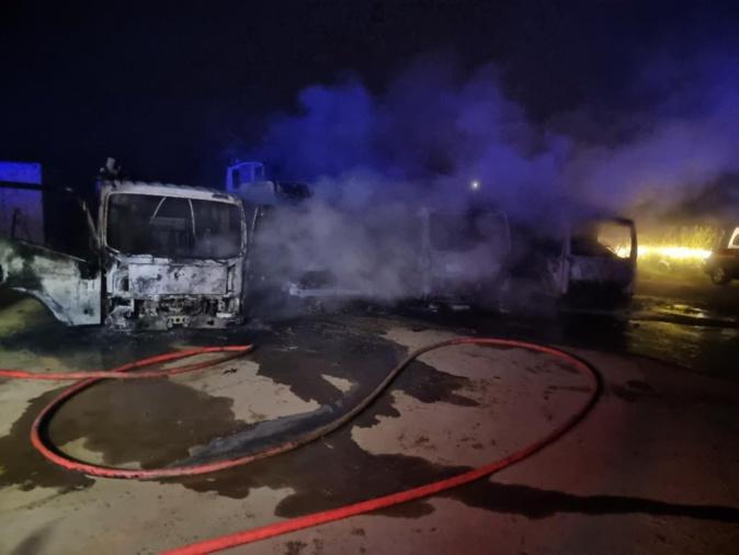 Monticello : un incendie détruit 4 camions et un bateau