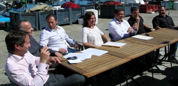 """Les membres du mouvement """"Une nouvelle Corse"""" étaient rassemblés autour de leur leader Jean-Martin Mondoloni et de l'élue Marie-Antoinette Santoni-Brunelli jeudi après-midi à Ajaccio. Au programme, le dévoilement d'un """"Plan B"""" pour la sauvegarde de la langue corse en cas d'échec définitif du projet de co-officialité. (Photo : Yannis-Christophe Garcia)"""