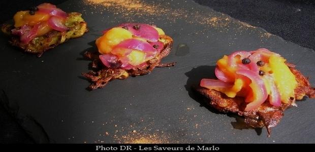 Au coeur du menu de la semaine chez Les Saveurs de Marlo, une Compote de mangue poivrée sur galettes de pommes de terre. (Photo : Les Saveurs de Marlo)