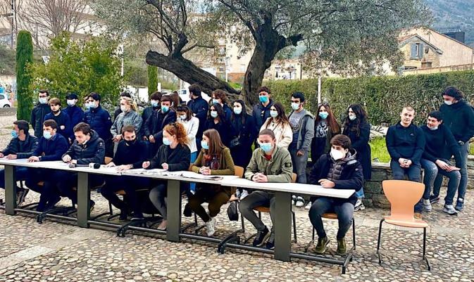 Corte : Les jeunes nationalistes contre la réforme du CAPES