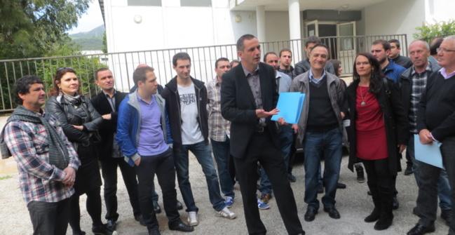 Gilles Simeoni entouré des élus et des militants d'Inseme per Bastia