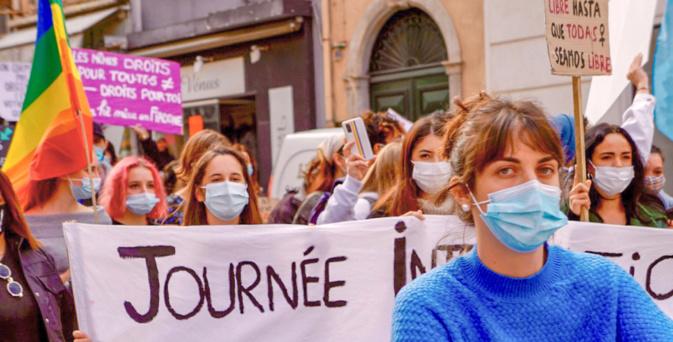 Plusieurs personnes présentes à la manifestation du 8 mars dernier à Bastia ont souhaité diffuser un communiqué  après la polémique autour des conférencier.e.s de la CAB