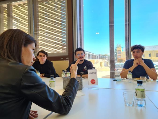 Julie Benetti a pris le temps de discuter longuement avec les étudiants élus. Crédits Photo Pierre-Manuel Pescetti