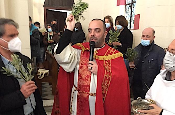 La traditionnelle bénédiction des rameaux par le Père Georges Nicoli