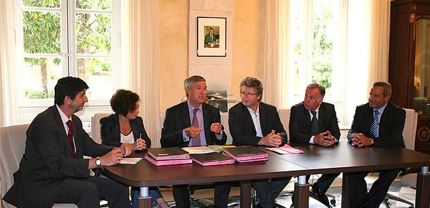 Autour du préfet de Corse et du maire de Porto-Vecchio les signataires de la convention