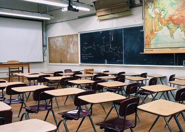 """Lycées fermés durant 3 semaines : """"les élèves inquiets pour le Bac"""""""