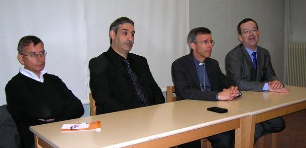 Une conférence de presse sur les nouveaux statuts de l'enseignement Catholique a eu lieu mercredi à Ajaccio. De gauche à droite : le Père jean-Yves Coeroli, Vicaire Général du diocèse, William Nusbaum, directeur diocésain de l'Enseignement Catholique en Corse, Mgr Olivier de Germay, Evêque de Corse et le Délégué Général de l'Enseignement Catholique, Yann Diraison. (Photo  Yannis-Christophe Garcia)