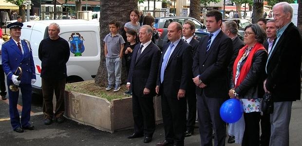 Une cérémonie officielle s'est déroulée vendredi en fin de journée devant la mairie d'Ajaccio, durant laquelle la musique municipale a interprété l'hymne européen devant le public. (Photo Yannis-Christophe Garcia)