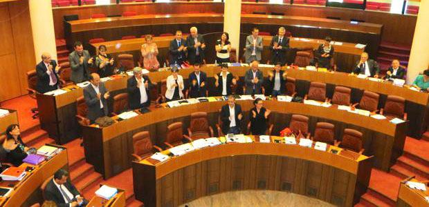 Les élus saluent le vote du statut de coofficialité de la langue corse.