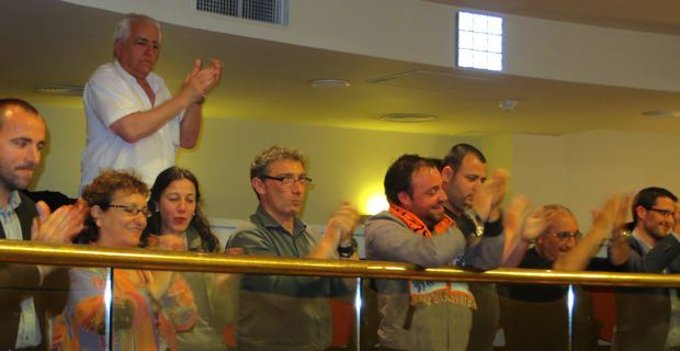 Le public, dans les tribunes, à l'annonce du vote du statut de coofficialité de la langue corse.