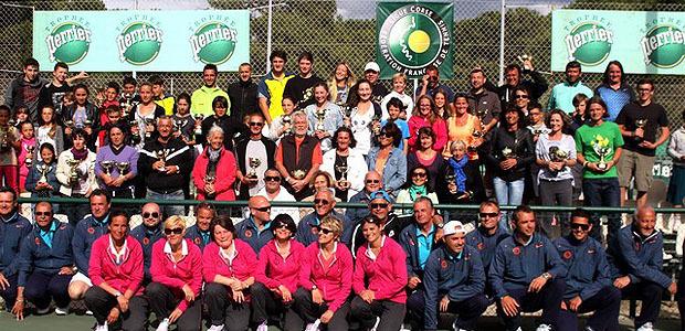Les lauréats des XXVII èmes championnat de Corse de tennis récompensés.