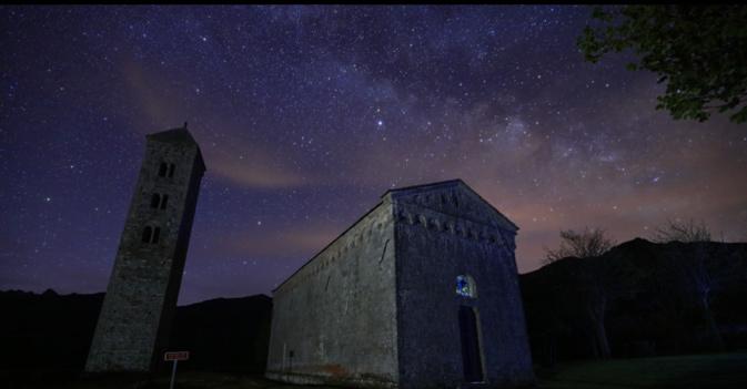 La photo du jour : La Voie lactée passe les nuages à Carbini