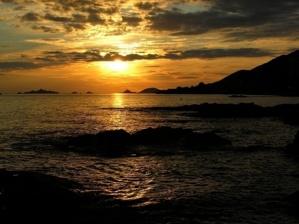 Les Iles Sanguinaires (ici à l'horizon) dans le soleil couchant, font partie des six sites remarquables de la Cité Impériale classés par le réseau européen Natura 2000. (Photo : Yannis-Christophe Garcia)