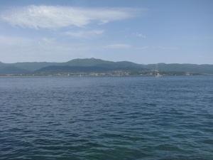 Aiacciu, bâtie autour de son Golfe enchanteur et renommé dans le monde entier. Cet écrin maritime ajoute une plus value indéniable au charme et à la douceur de vivre légendaires de la Cité Impériale. (Photo : Yannis-Christophe Garcia)
