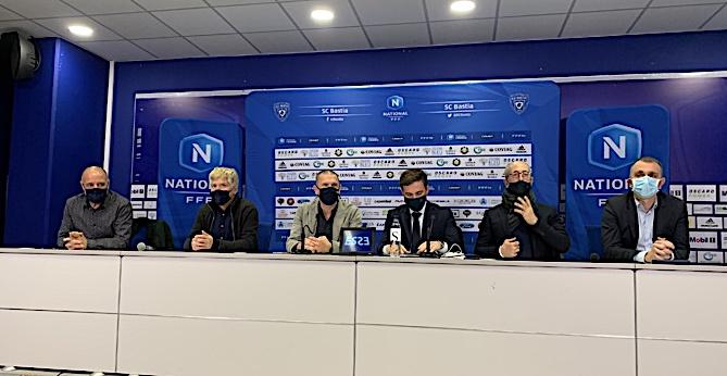 En Paese Turchinu avec de g à dr : Didier Grassi, Jean-Marie Vecchioni, Claude Ferrandi, Jérôme Negroni, Pierre-Noël Luiggi et Jean-Christophe Angelini.