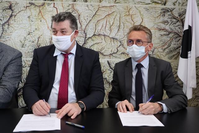 Signature de la convention de partenariat par le préfet de Haute-Corse François Ravier et le directeur de la DDFP Ludovic Robert