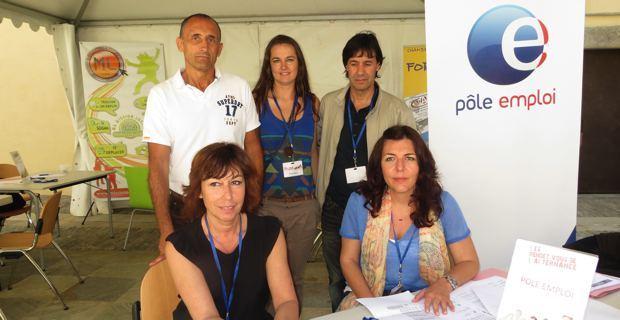 Dominique Gatti, directrice de Pôle emploi Bastia Sud et des conseillers.