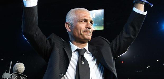Fabrizio Ravanelli, et sa carrière internationale très fournie et couronnée de succès, débarque à Aiacciu avec l'intention de faire ses preuves sur un banc de L1 (Ritrattu : AFP)