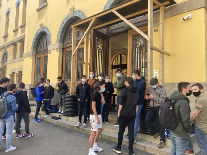 Les lycéens du Fesch sont inquiets pour les épreuves du baccalauréat. Photo : Julia Sereni