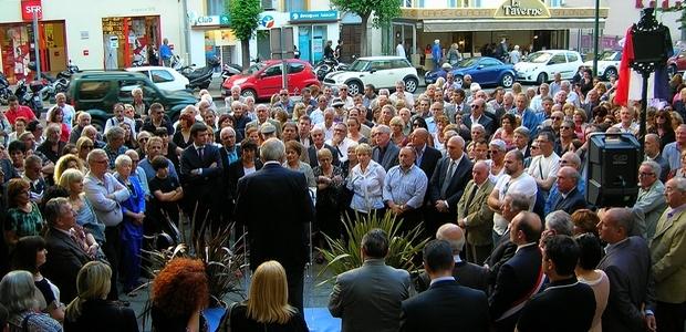 C'est en présence de nombreux élus, d'amis, d'anciens Bonapartistes et d'une foule d'anonymes que s'est déroulée, ce jeudi soir, l'inauguration de la place Marc Marcangeli. (Photo : Yannis-Christophe Garcia)