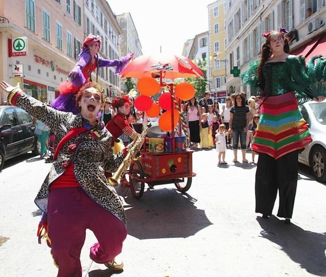 Bastia : La ville  à l'heure du carnaval