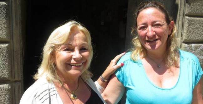 Lucie Gandolfi, présidente de l'association de sauvegarde du patrimoine, et Marinette, habitante du Puntettu, propriétaire d'un appartement dans la Casa Montesoro, menacée de démolition.