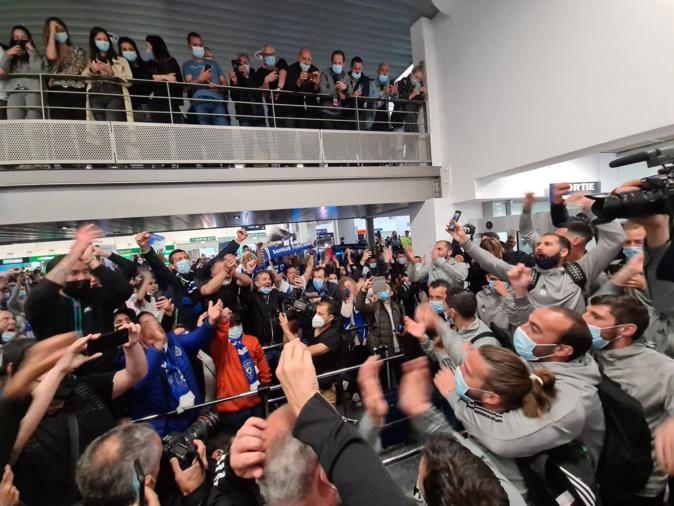 Bain de foule obligatoire pour toute l'équipe du Sporting Club de Bastia. Crédits Photo : Pierre-Manuel Pescetti