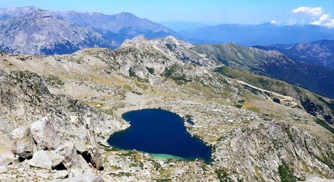 La photo du jour : le cœur du lac de Bastani