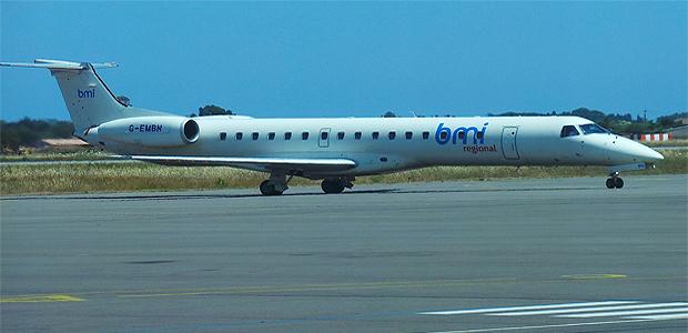 L'Embraer de BMI sur la piste de Bastia-Poretta