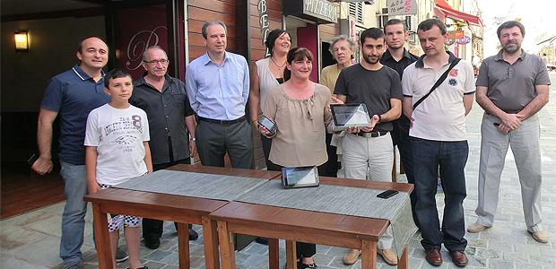 L'équipe de l'Adecec autour de Jacques Poali, président, et Corinne Champier avec ses invités