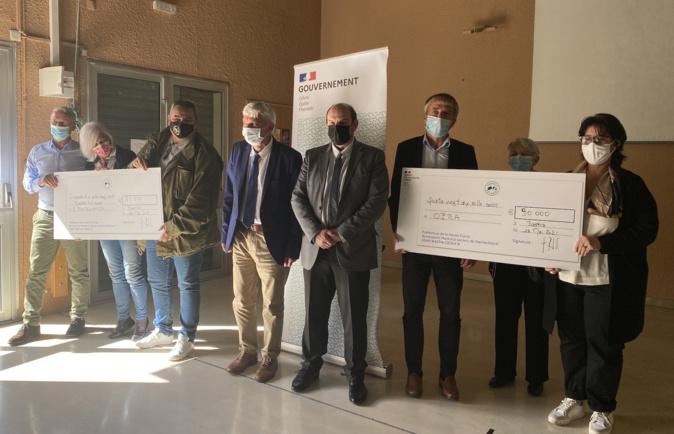 Remise de chèques pour deux projets financés par le plan France Relance.