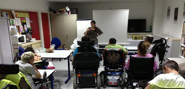 Sensibiliser les utilisateurs de fauteuils roulants à la sécurité routière (DR)