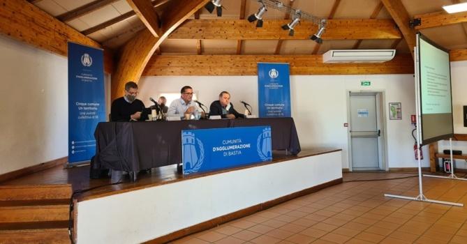Ce mercredi 26 mai, le conseil communautaire était réuni dans la salle des fêtes de Miomu. Crédits Photo : Pierre-Manuel Pescetti