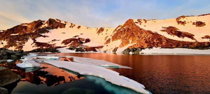 La photo du jour : le lac Bastani au lever du Soleil