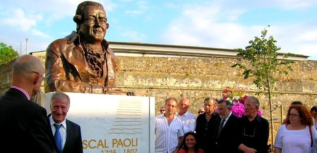 Le dévoilement du buste de Pasquale Paoli a eu lieu jeudi soir, lors d'une cérémonie officielle à laquelle ont participé de nombreux institutionels et le sculpteur du monument. (Photo Yannis-Christophe Garcia)